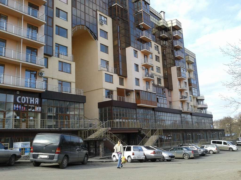 продам офісну нерухомість в Чернівцях